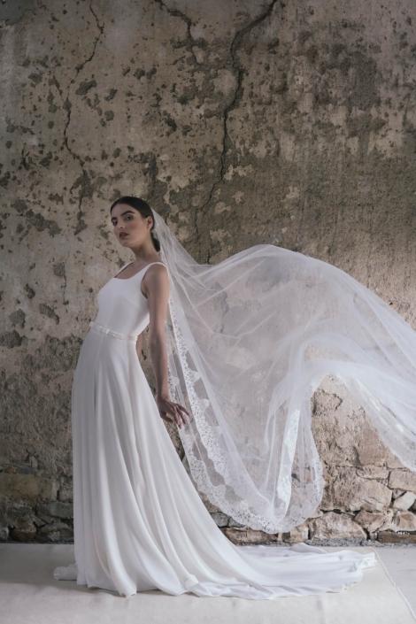 abito-da-sposa-semplice-con-velo